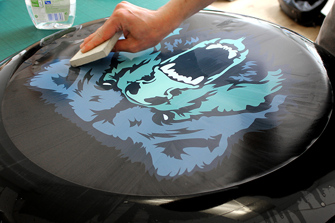 Applying vinyl graphic to wheel cover