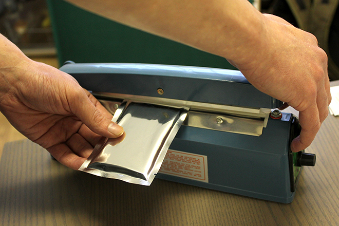 sealing foil pouches