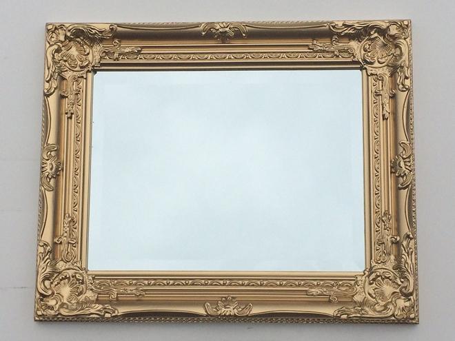 A blank mirror