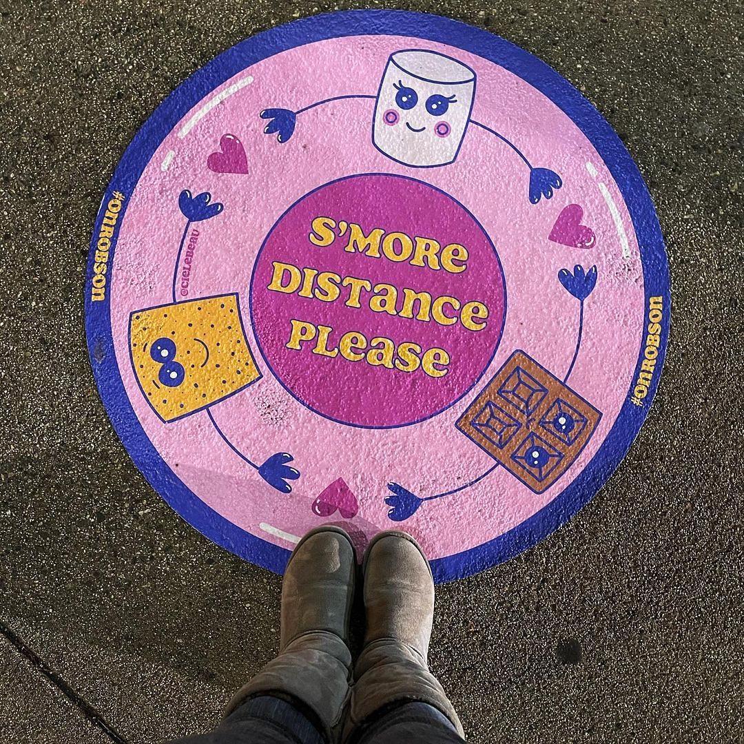 Distancing floor sticker